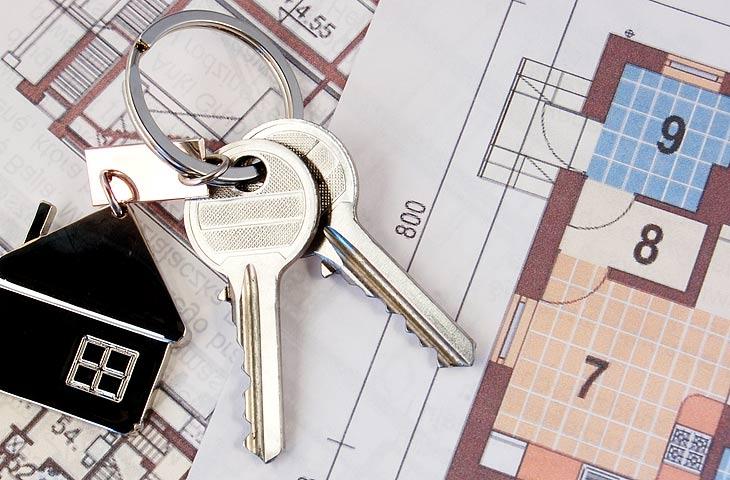 план дома и ключи